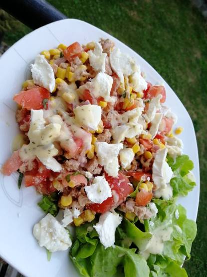 SALADE_FRAICHEUR_COMPOSEE_TOMATE_REPAS_REGIME_MINCEUR_EQUILIBRAGE
