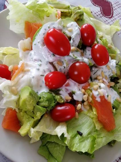 SALADE_FRAICHEUR_COMPOSEE_TOMATE_REPAS_REGIME_MINCEUR_EQUILIBRAGE_TRUITE
